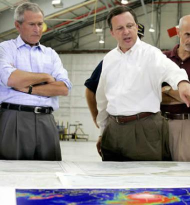 FEMA Director Michael Brown and President George W. Bush discuss Hurricane Katrina. (smiteme / Flickr)