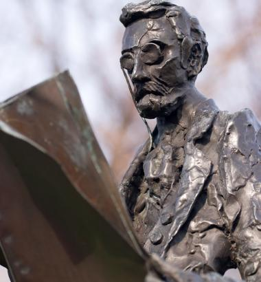 Photo of statue of Joseph Pulitzer by Pete Toscano via flickr